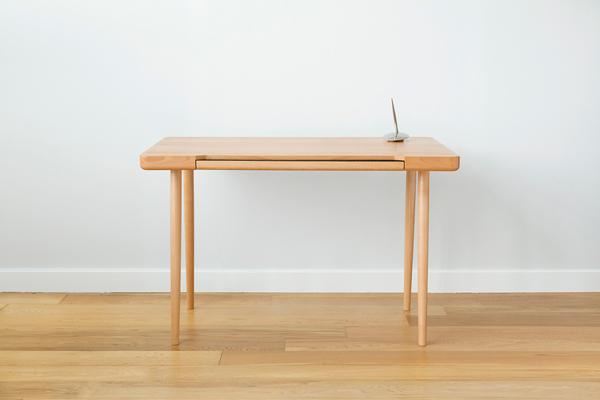 Стол с отсеком для ноутбука и планшета.
