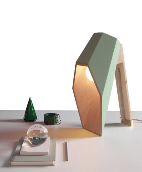 Дизайнерский светильник с необычным плафоном.