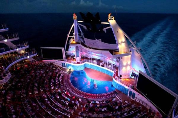 10 самых невероятных бассейнов на круизных лайнерах