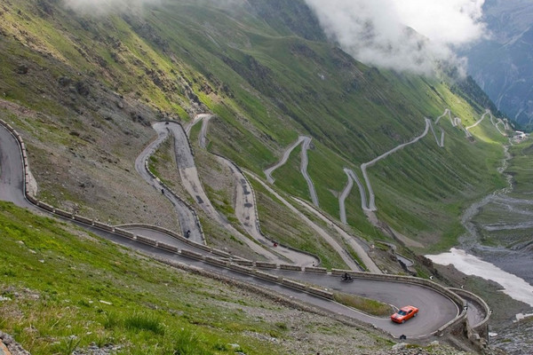 Дорога Stelvio Pass, Италия