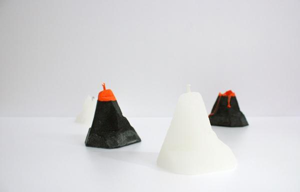 Креативные свечи в виде вулкана и айсберга.