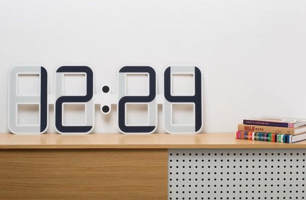 Clockone – настенные часы на электронных чернилах