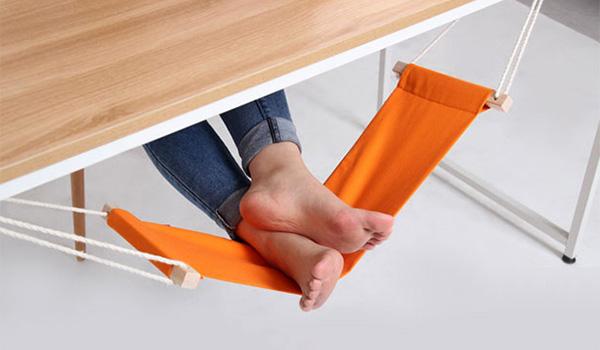 Удобный мини-гамак для ног.