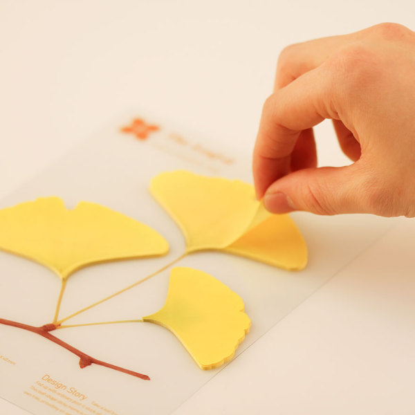 Бумага для заметок в виде листьев гинкго.