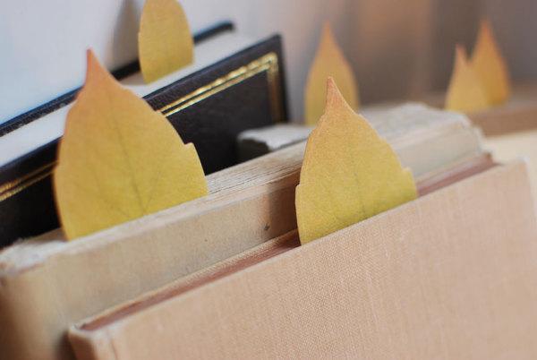 Закладочки в виде осенних листьев.