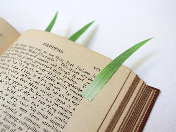 Маркер страниц в виде травинки.