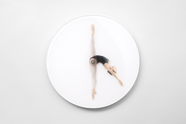 Часы с фигуркой балерины вместо стрелок.