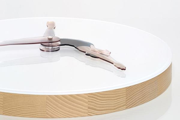 Необычные настенные часы с балериной.