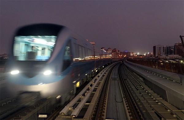 Поезд метро без машиниста в Дубае