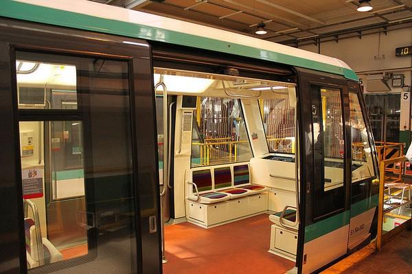 Поезд метро без машиниста в Париже