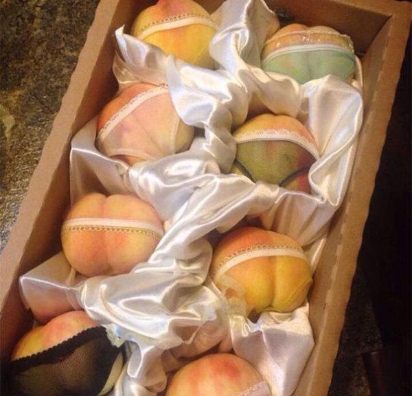 Подарочная коробка с эротическими персиками из Китая