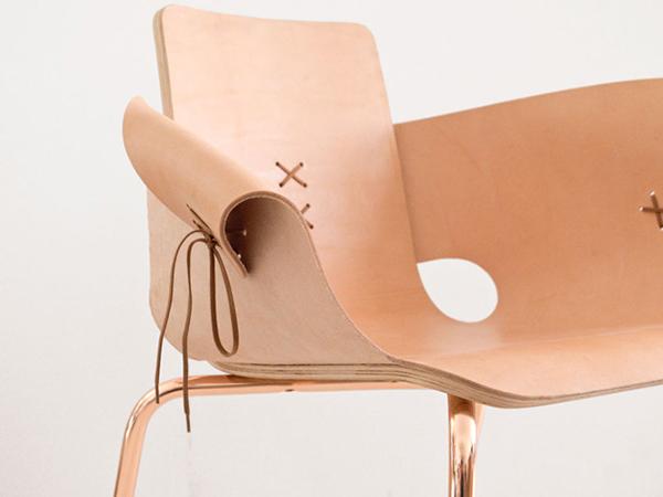 Оригинальное кресло на шнуровке.