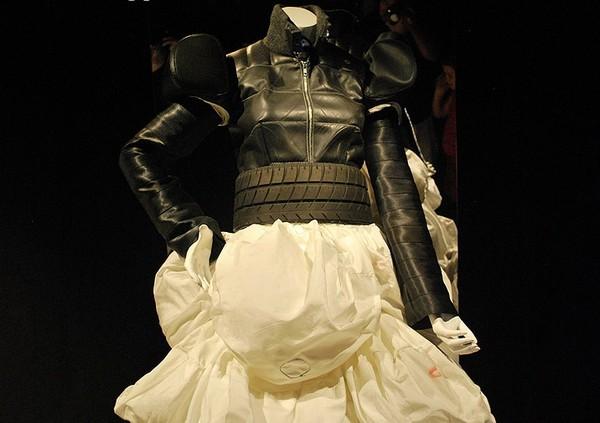 ONE: Outfits from a New Era - коллекция одежды из мусора