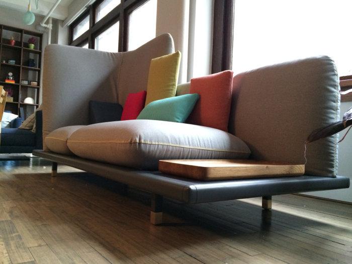 Необычная софа - результат сотрудничества 12 талантливых дизайнеров.