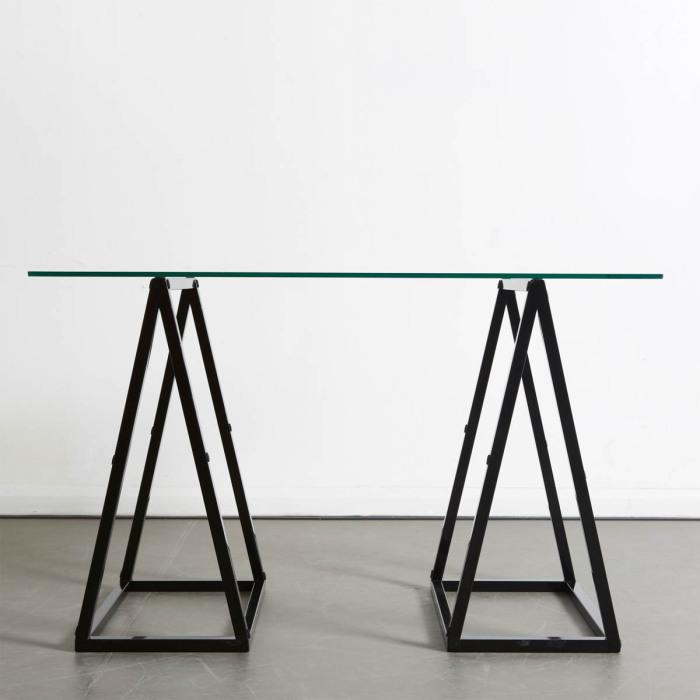 Оригинальный трансформирующийся стол от Duffy London.