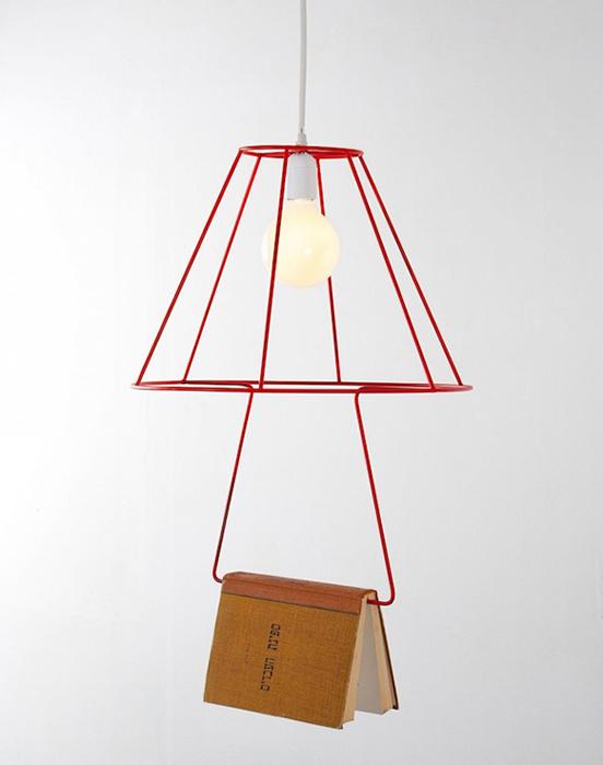 Необычный светильник-закладка.