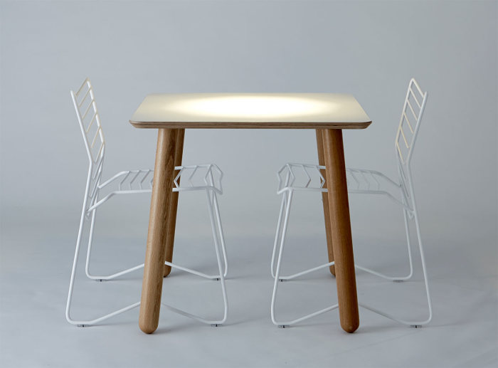 Металлические стулья от дизайнера Даниэля Лау (Daniel Lau).