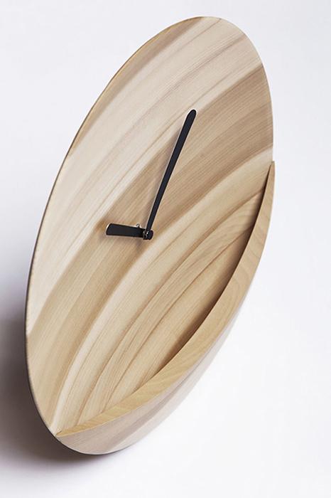 Настенные часы от David Raffouli.