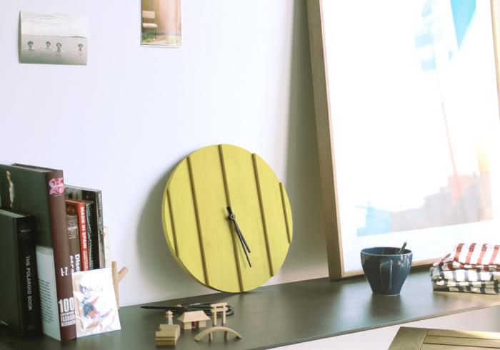 Круглые настенные час в минималистическом стиле от La Mamba.