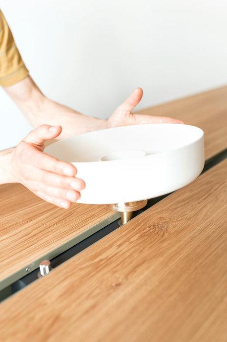 Стол с газовой плитой - оригинальная мини-кухня.
