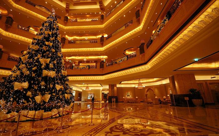 Рождественское дерево в Абу-Даби
