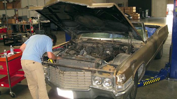 Монтаж необходимого оборудования в Cadillac Coupe DeVille 1969