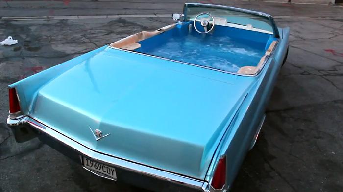 Рабочий автомобиль с гидромассажной ванной вместо привычного салона