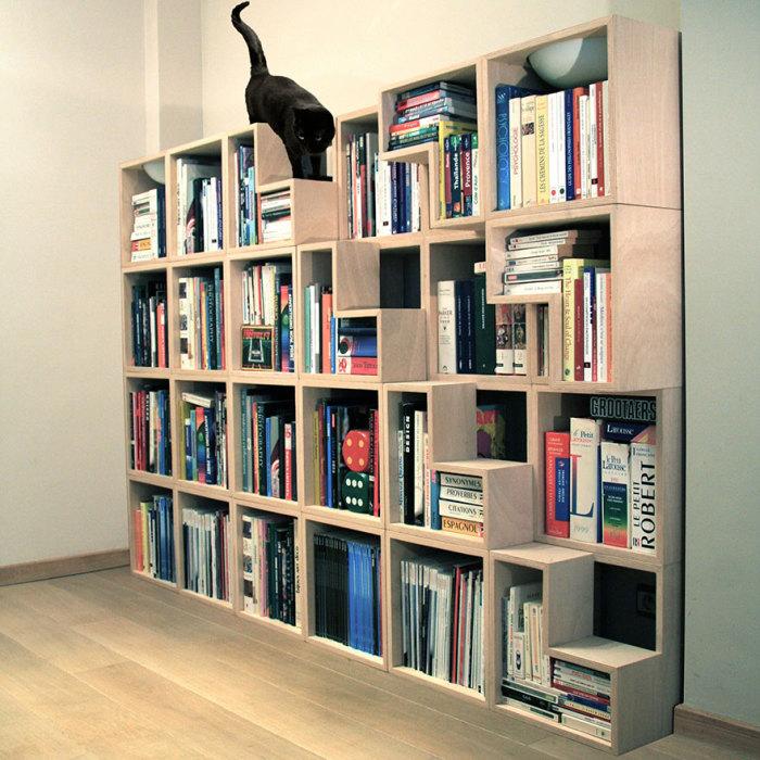 Книжный шкаф с лесенкой для усатого любимца от Corentin Dombrecht.
