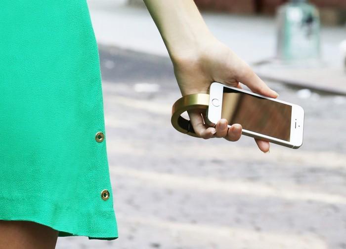QBracelet – модный аксессуар для зарядки смартфонов