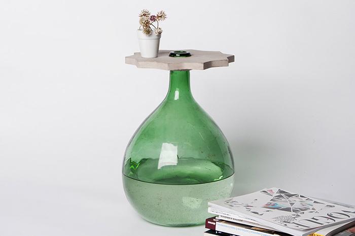 Гибрид цветочной вазы и журнального столика.