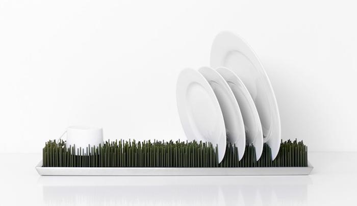 Силиконовая сушилка в виде травяной лужайки.