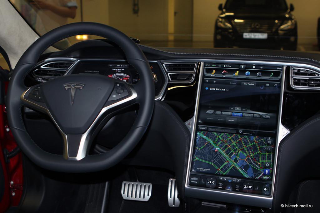 Tesla Model S (салон)
