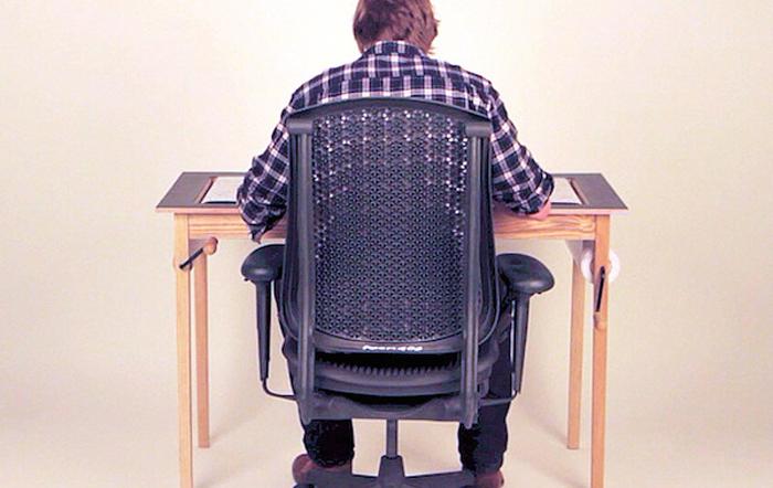Стол для художников.