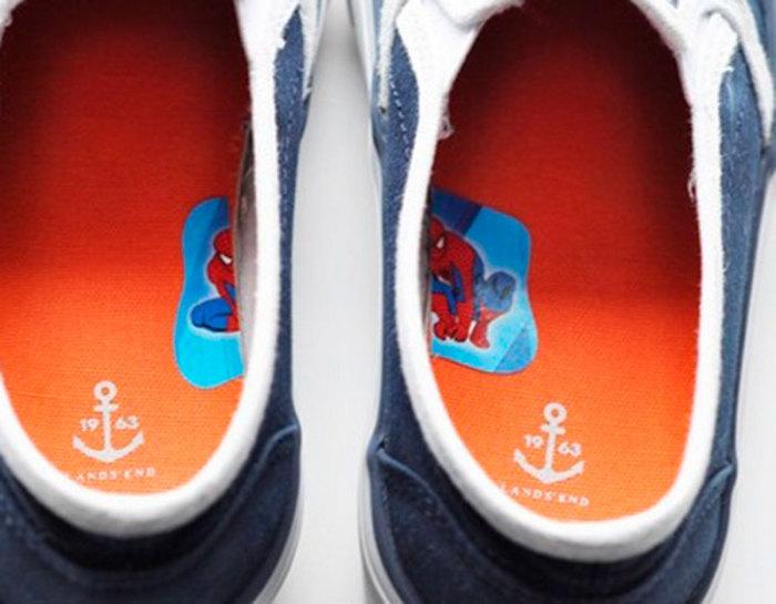 Как научить ребенка надевать обувь на правильную ногу.