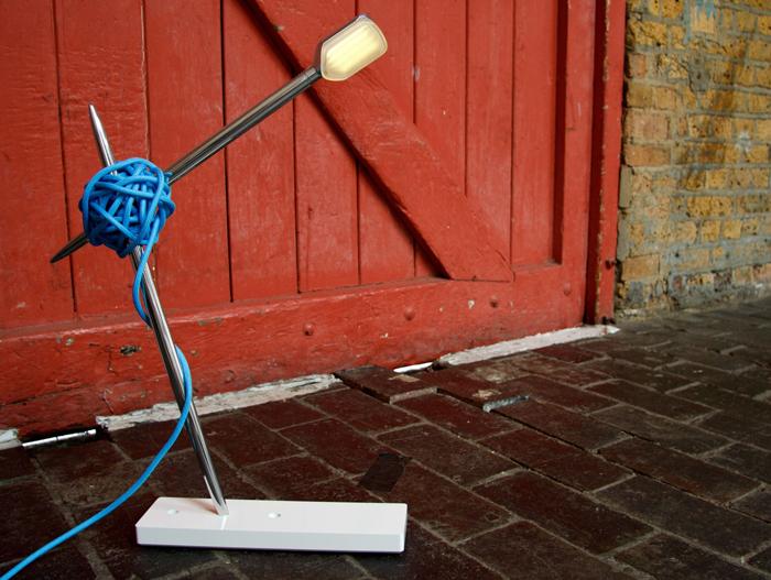 Креативная настольная лампа.