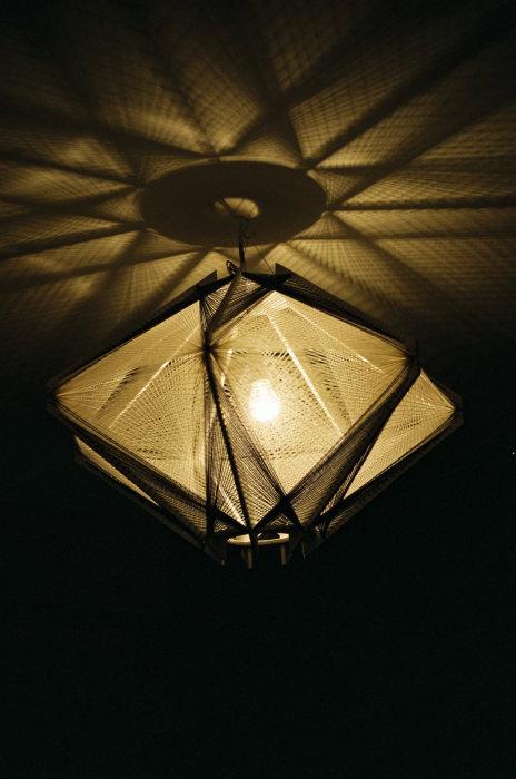 Изящная лампа для создания романтической атмосферы.