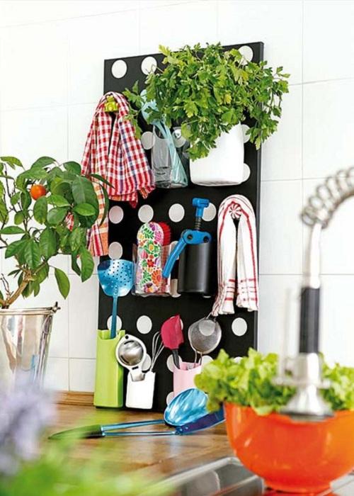 Вертикальная панель для хранения мелочей.
