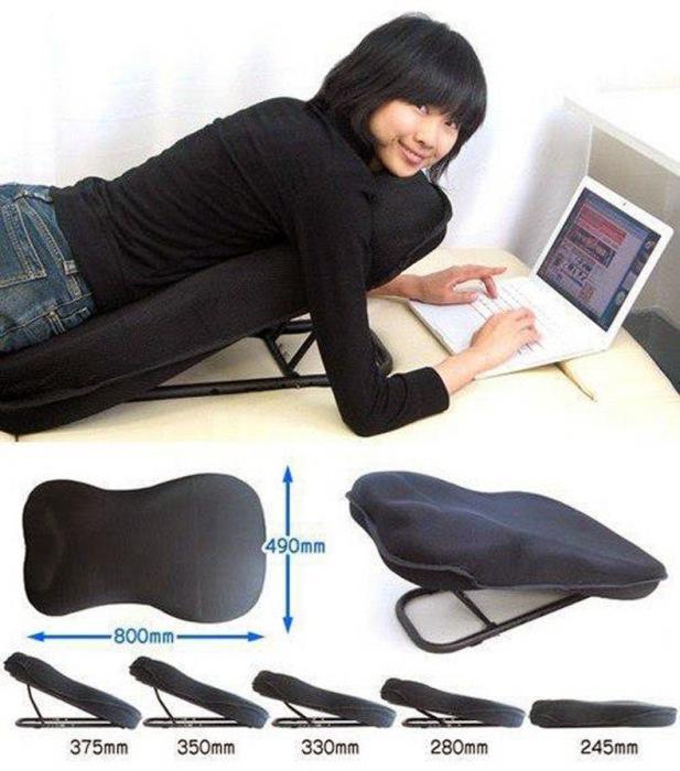 Приспособление для удобной работы за ноутбуком в лежачем положении.