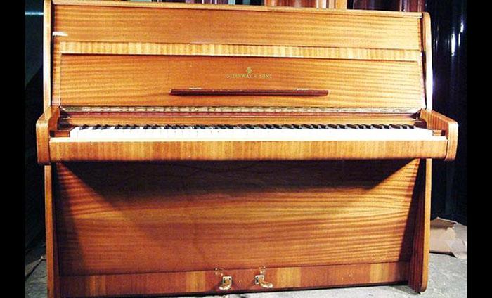 Фортепиано Джона Леннона, компания Steinway and Sons