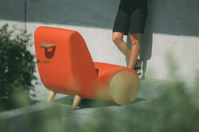 Мягкое кресло на колесах от ONEMANDU.