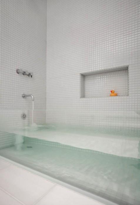 Ванна, которую видно насквозь.