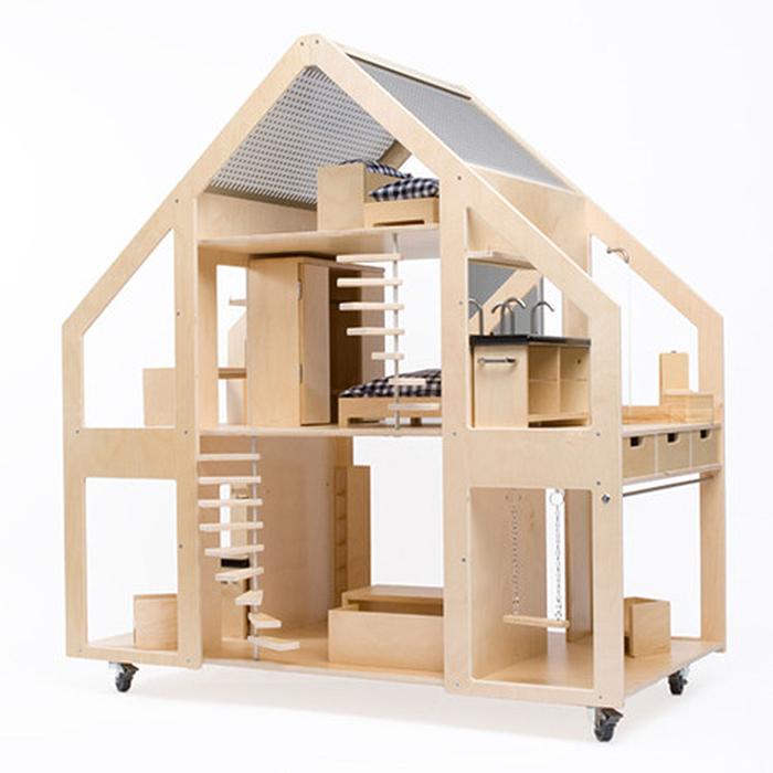 Деревянный кукольный дом от Liliane Limpens.