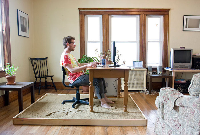 Оригинальный письменный стол от Justin Kemp.