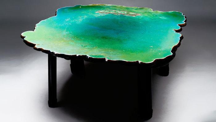Оригинальный стол со столешницей,больше напоминающей водоем.