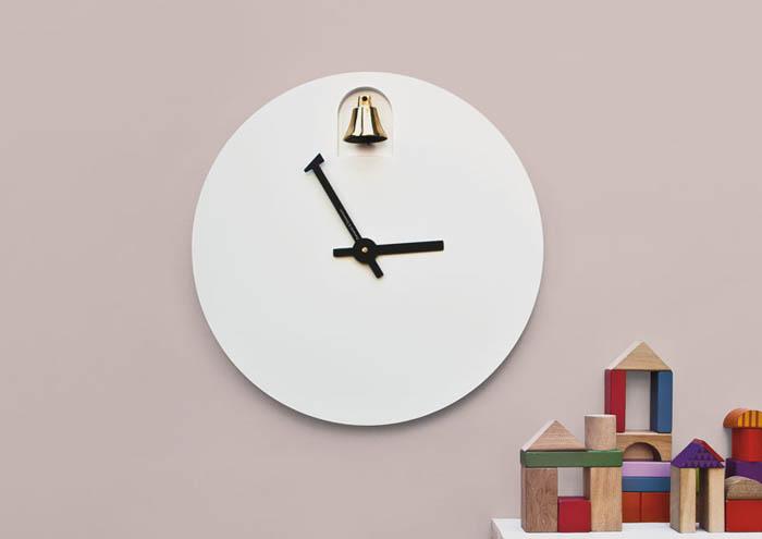 Часы с колокольчиком.