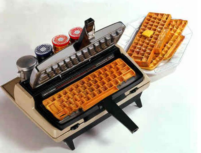 Вафельница в виде пишущей машинки.