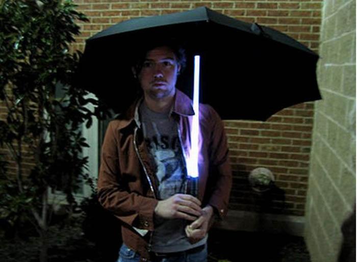 Зонт со светящейся ручкой.