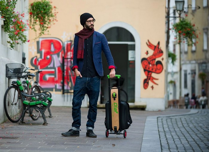 OLAF Scooter – рюкзак со скейтбордом и самокатом