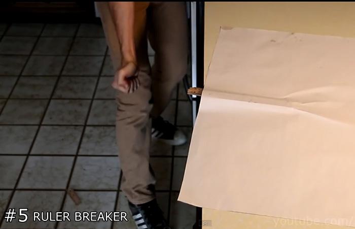 Видео-инструкция: Как сломать линейку при помощи одной руки и листа бумаги