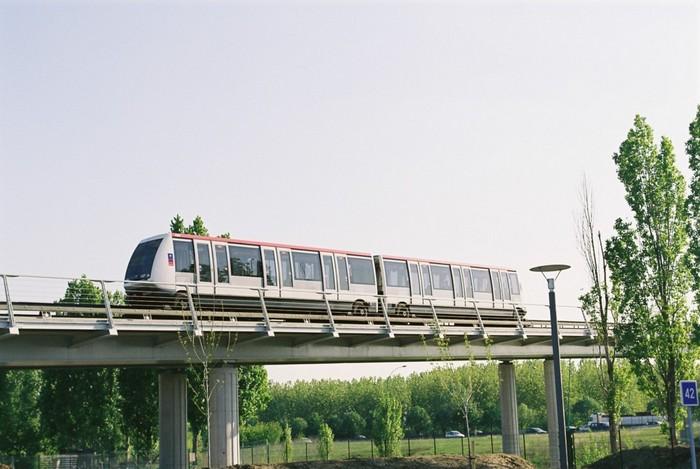 VAL – беспилотные поезда метро для «бедных» городов